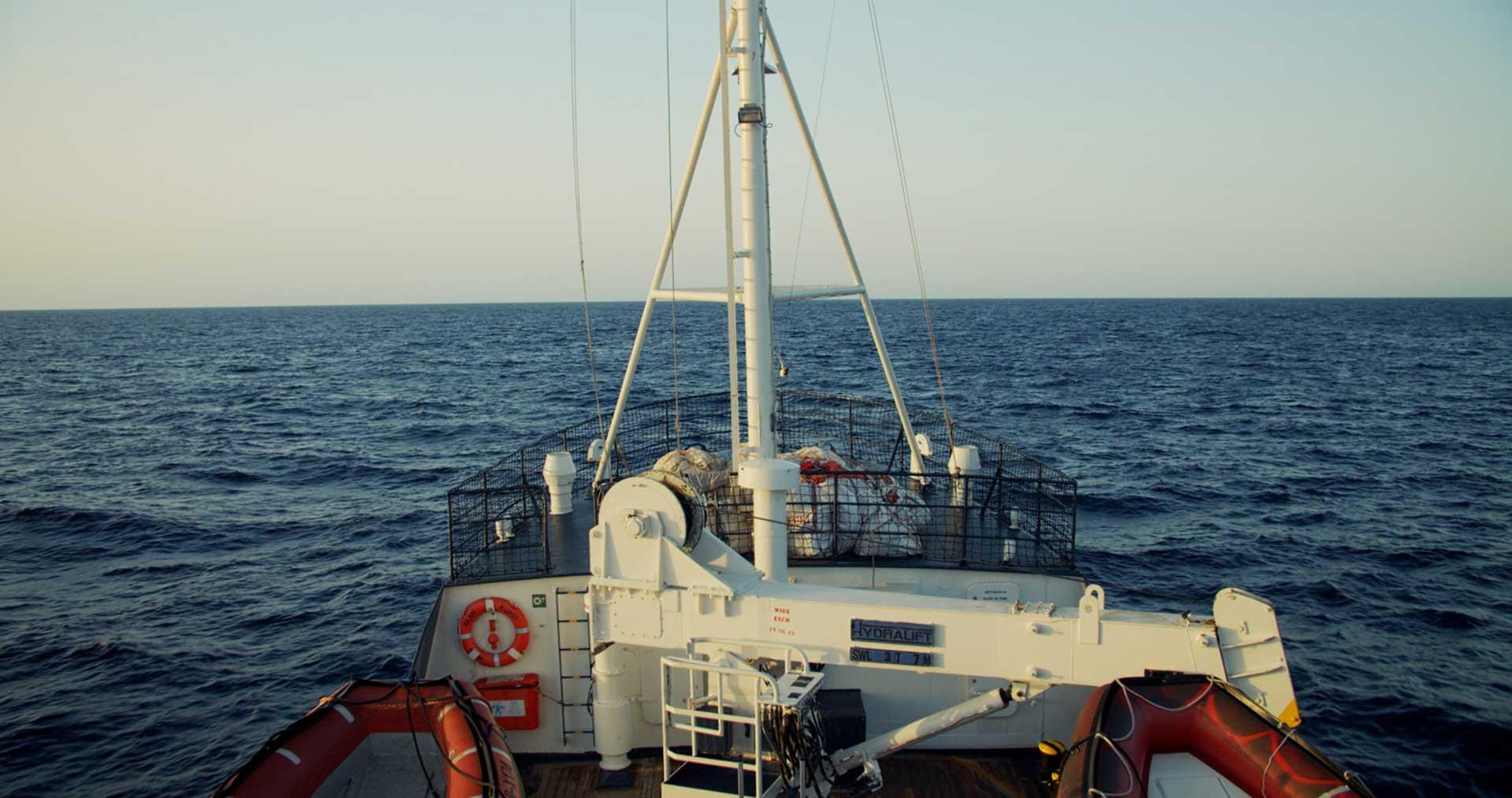 Seenotrettungschiff Alan Krudi fährt auf dem Mittelmeer